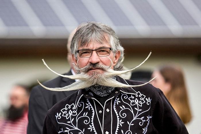 concurso bigotes y barbas