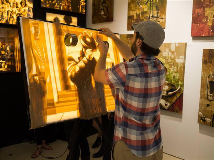 Este Artista Usa Cintas De Embalaje Para Su Peculiar Arte