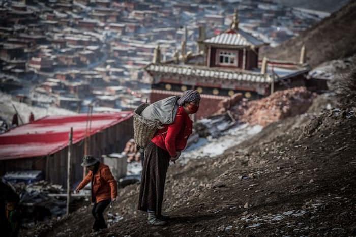 Místico Pueblo Sêrtar, En China
