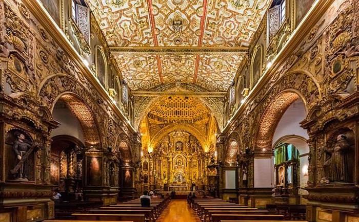 Iglesias Doradas En Ecuador