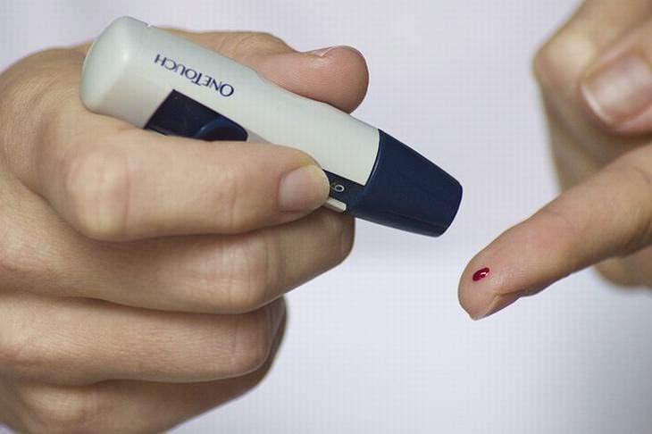 signos que indican que consumes demasiado azucar