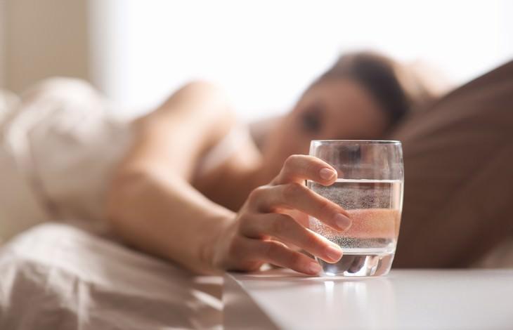 beber agua en ayunas un mes