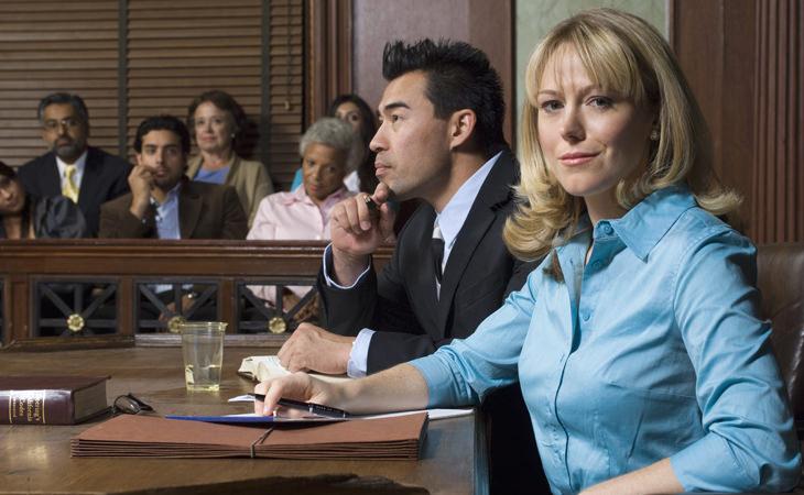 abogado intenta salvar a su cliente