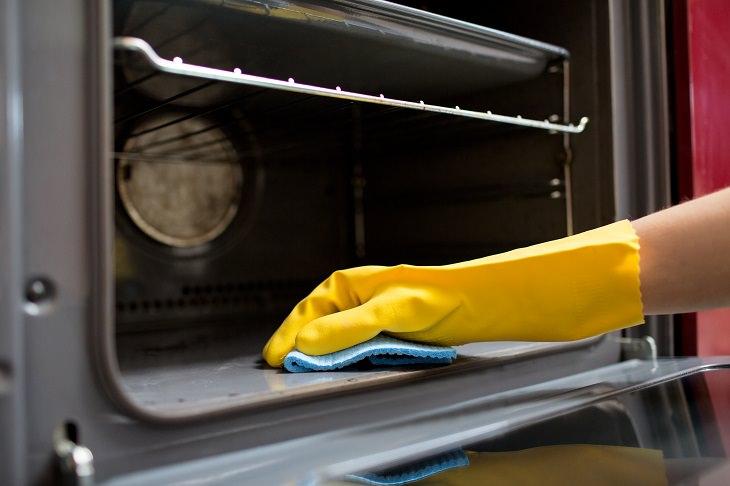 producto casero para limpiar el horno