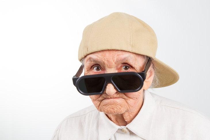 chiste anciana y motorista