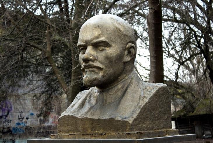 Divertido: El Escultor y El Busto De Lenin