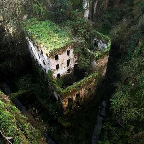Imágenes de lugares completamente despoblados