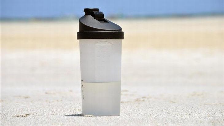 La limpieza de las botellas puede causar una fuga de productos químicos