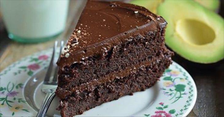 pastel de chocolate aguacate