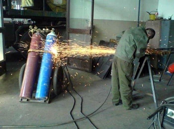 Hombres En El Trabajao: Extremas Maneras De Resolver Problemas