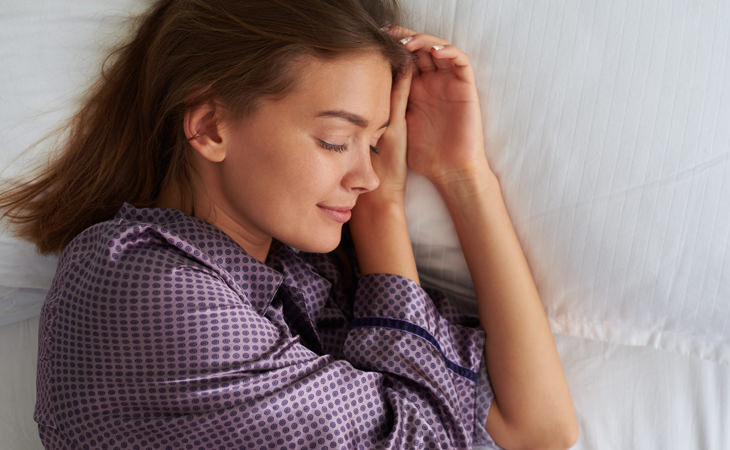 beneficios dormir lado izquierdo