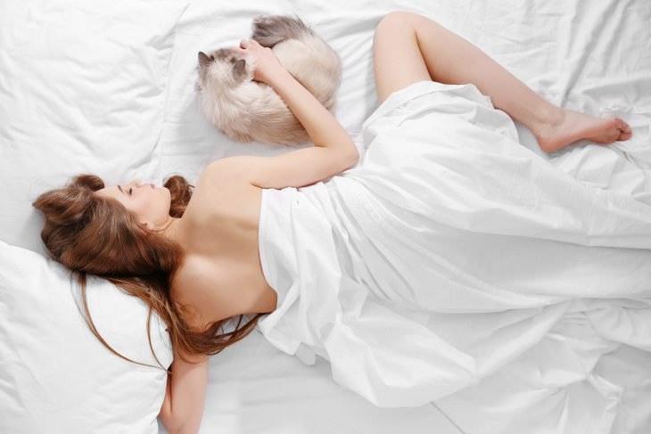 Dormir desnudos es más fácil