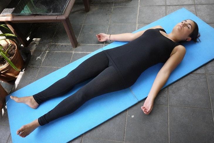 posiciones para aliviar dolor espalda