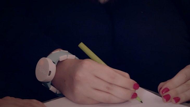 pulsera-reloj para pacientes con párkinson