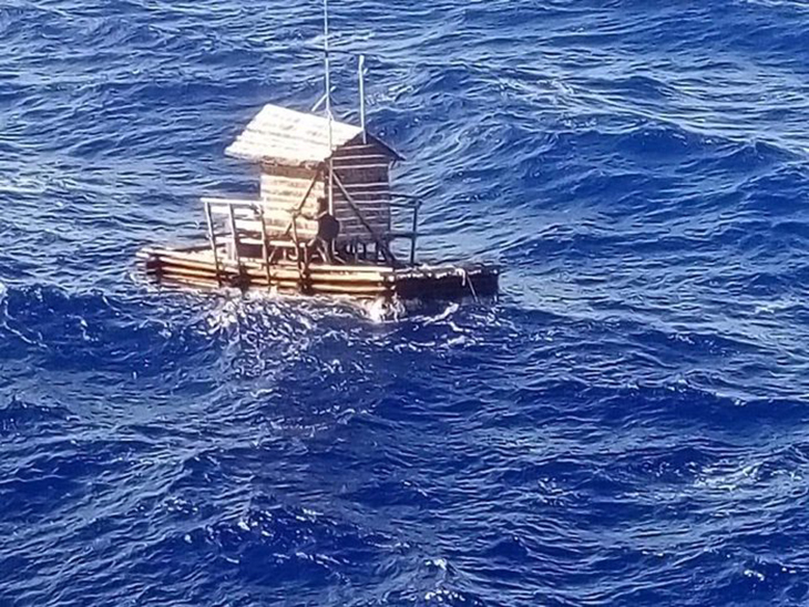 chico sobrevive al mar