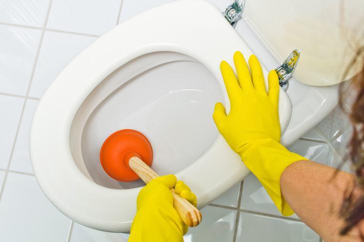 como desatascar inodoro