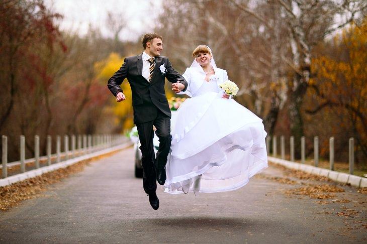 10 Matrimonios y Aún Virgen