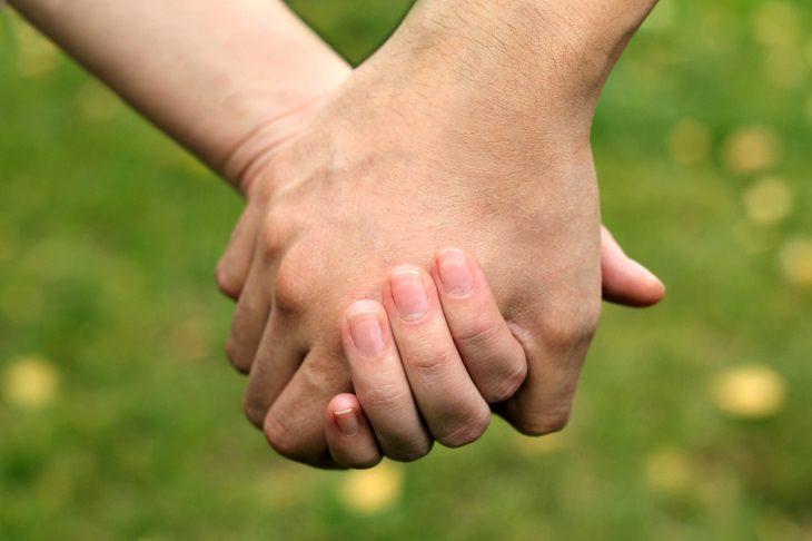 agarras las manos