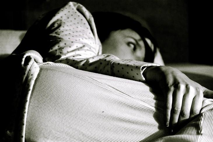 causas despertar mitad noche