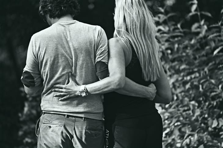 Poema Benedetti pareja de jovenes enamorados