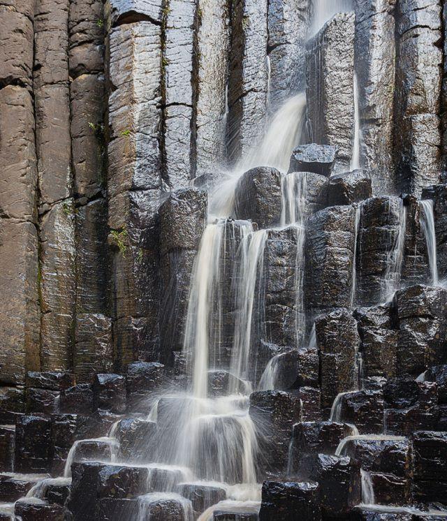 Cascada sobre los prismas basálticos de Santa María Regla, México