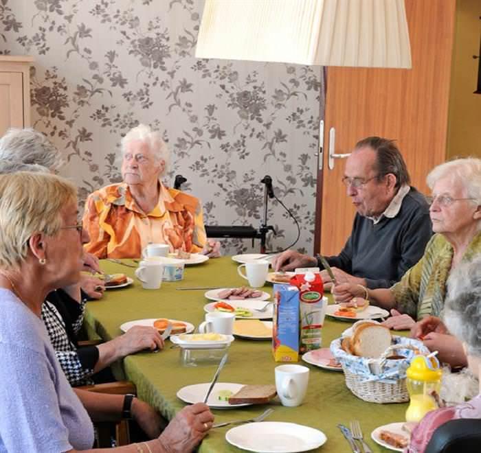 Hogeweyk Pacientes Comiendo Juntos