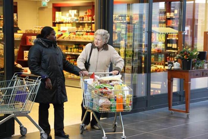 Hogeweyk Mujer En Supermercado