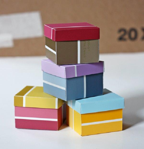 Envoltura con cajas de muestras de pintura