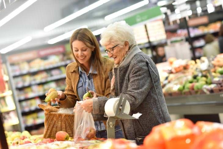 Consejos ahorrar en las compras madre e hija