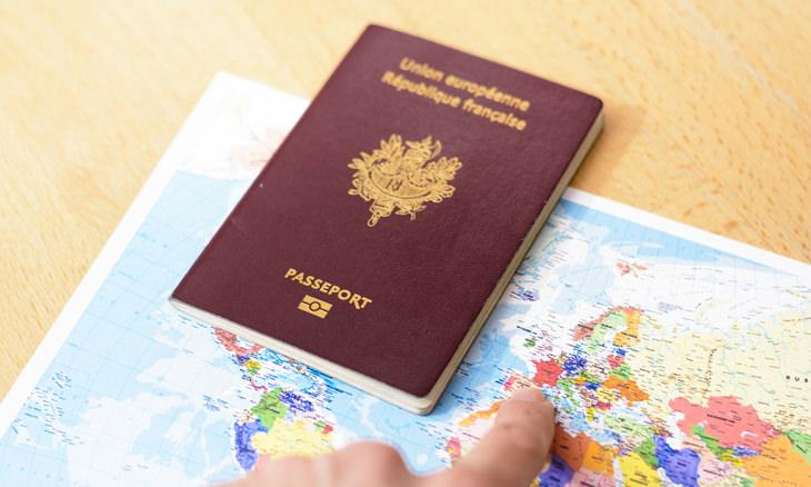 Datos Extraños  Se requiere un pasaporte para viajar a través de Francia: ya se vivo o muerto