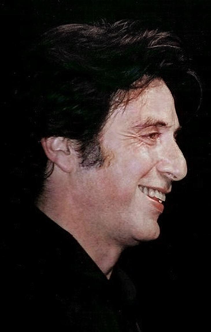 Frases Al Pacino Ten tus amigos cerca, pero más cerca a tus enemigos.