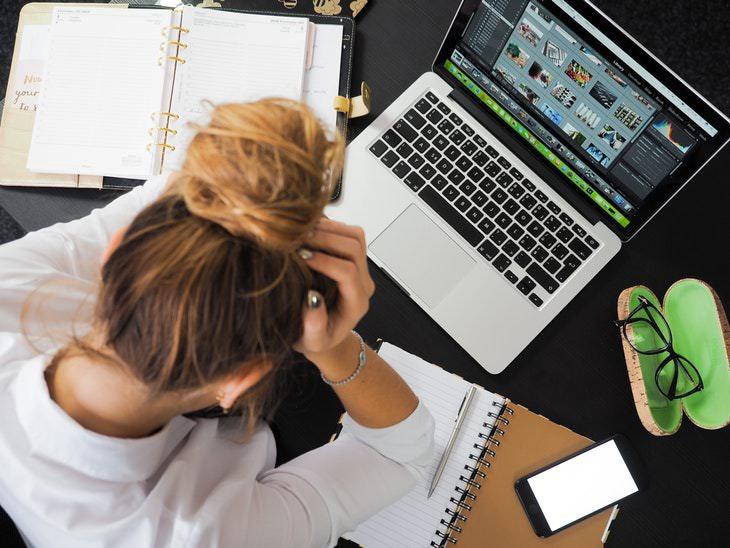 estudiante estresada