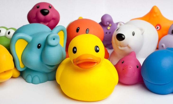 Cómo puedo eliminar el moho en los juguetes de mis hijos
