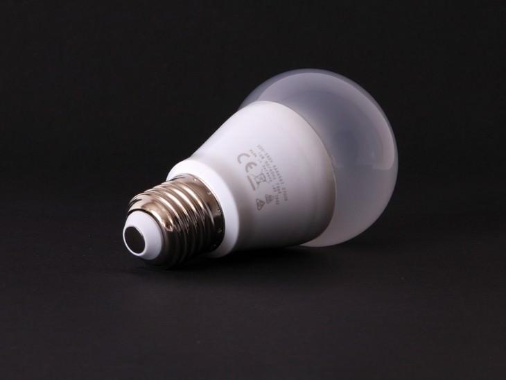 Cuidado del medio usa focos LED