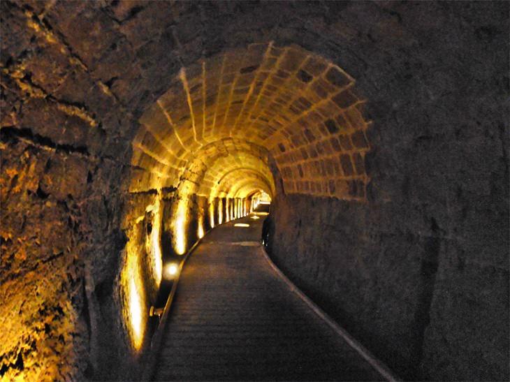 Tunel secreto en Acre en Israel