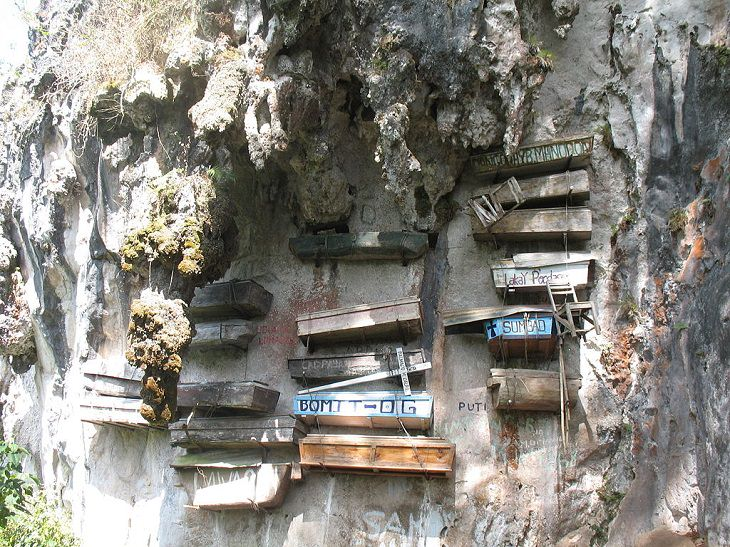 ataúdes colgantes en Filipinas