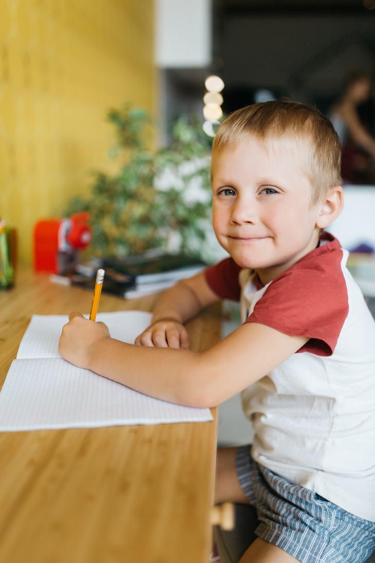 Chiste: Un Niño Escribiéndole Al Niño Jesús