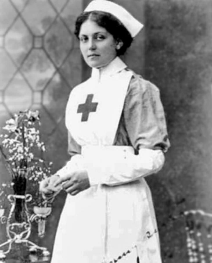 """6 historias de supervivientes del Titanic que debes conocer . Violet Jessop- """"La insumergible"""""""