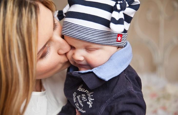 madre joven e hijo