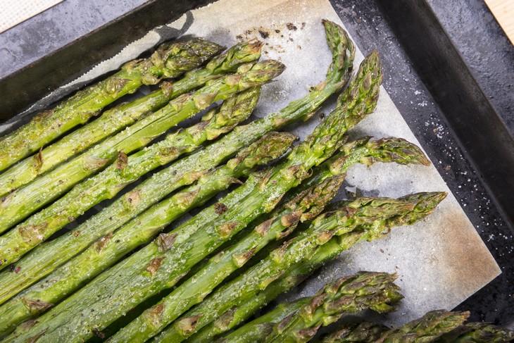 verduras sabrosas cocinadas Espárragos