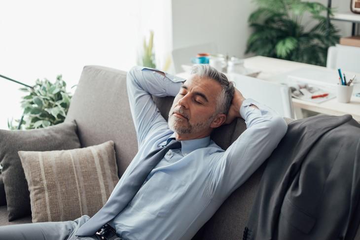 Tomar siestas al mediodía puede ayudar a reducir la presión arterial