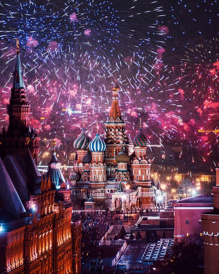 Moscú En Invierno fuegos artificiales en plaza roja