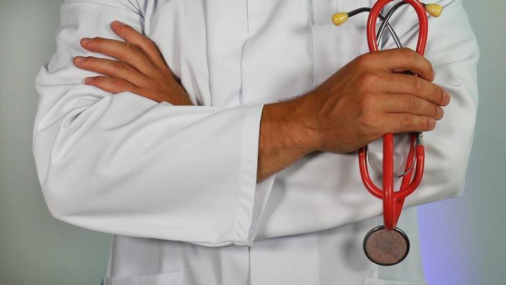 Chiste: Un Tratamiento Poco Convencional