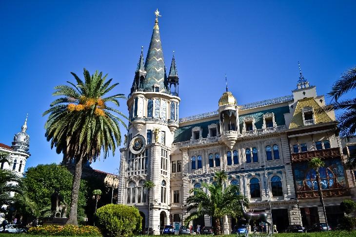 Batumi, La Encantadora Ciudad  De La Costa Del Mar Negro