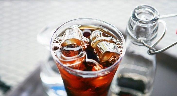 manejar tu irritabilidad toma menos cafeína