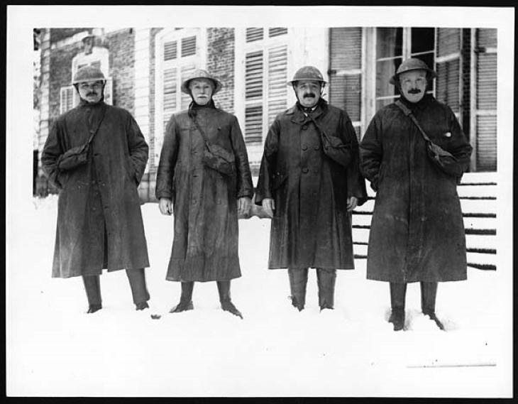 Mineros de Word War I Invenciones vistiendo gabardinas durante la Primera Guerra Mundial