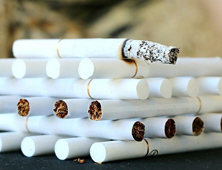 Artículos extraños para comer cigarrillos: