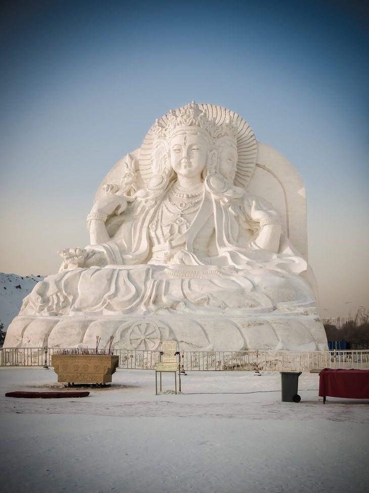 Festival De Esculturas De Hielo De Harbin Escultura de Buddha
