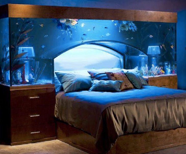 25 Increíbles Acuarios Que Te Sorprenderán  5. Acuario diseñado alrededor de una cama.