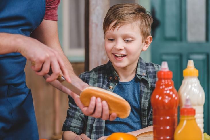 comida caducada que no debes tirar salsas
